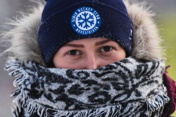 Девушка во время мороза в Новосибирске