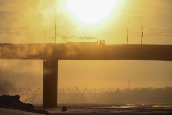 Автомобильный Димитровский мост через Обь в Новосибирске