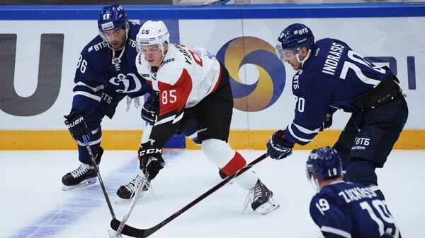 Александр Яремчук (в центре)
