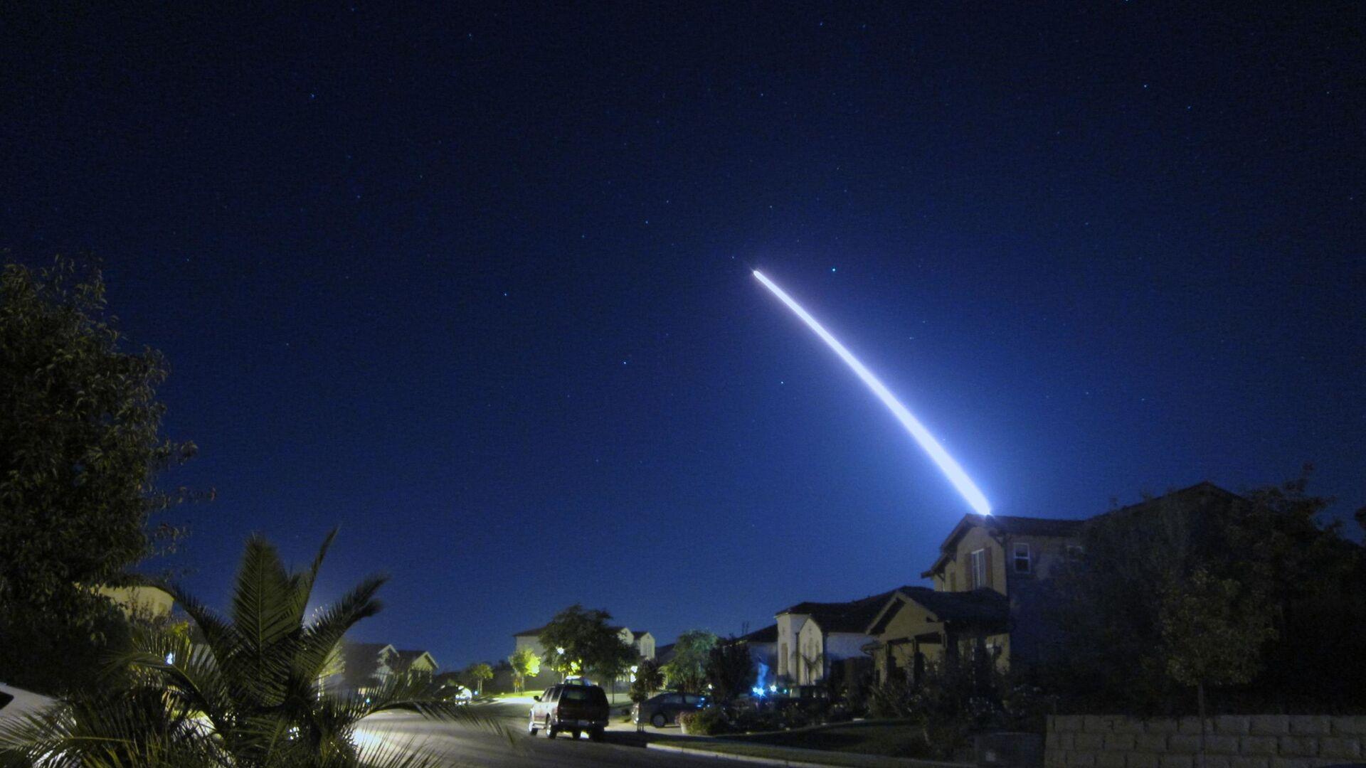 Эксплуатационный запуск межконтинентальной баллистической ракеты Minuteman III с авиабазы Ванденберг, штат Калифорния.  26 сентября 2013 - РИА Новости, 1920, 11.04.2021