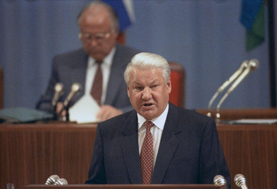 Борис Ельцин на совещании в Кремле о принятии новой Конституции Российской Федерации. 1993 год