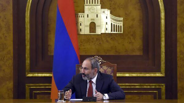 Исполняющий обязанности премьер-министра Армении Никол Пашинян на встрече с иностранными журналистами. 10 декабря 2018