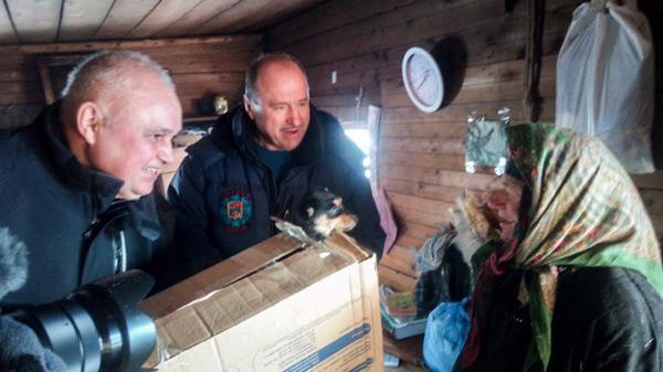 Губернатор Кемеровской области Сергей Цивилев подарил Агафье Лыковой щенка