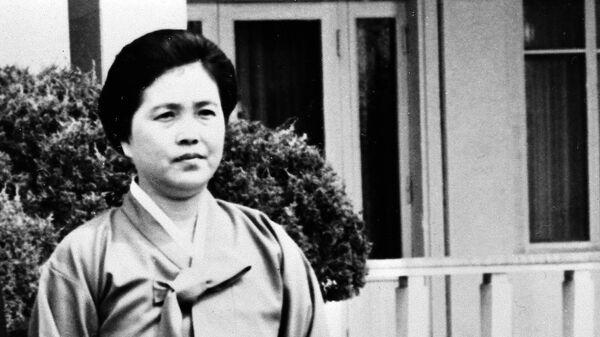 Ким Сон Э - вторая жена основателя КНДР Ким Ир Сена