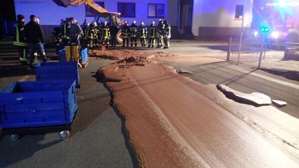 В Германии тонна шоколада вылилась на улицу и замерзла