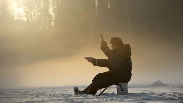 Подледная рыбалка на озере Таватуй в Свердловской области