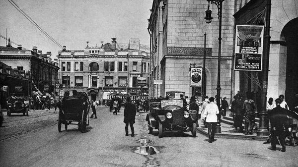 Москва в 1920-е годы. Первомайская улица (до 1918 г. - Мясницкая, с 1935 по 1990 г. - улица Кирова, ныне - снова Мясницкая). Вид от Лубянской площади.