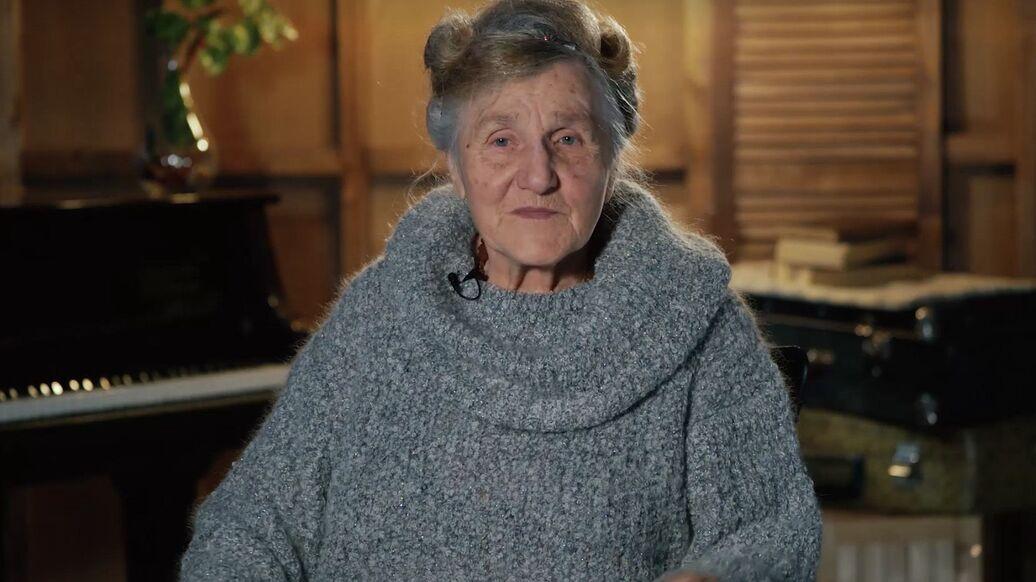 Бабушка-блокадница из Петербурга купила фургон и развозит еду нуждающимся