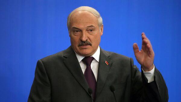 """Лукашенко призвал заканчивать """"недоразумение"""" в Донбассе"""