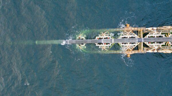 Судно Audacia компании Allseas во время укладки труб на германском участке газопровода Северный поток — 2