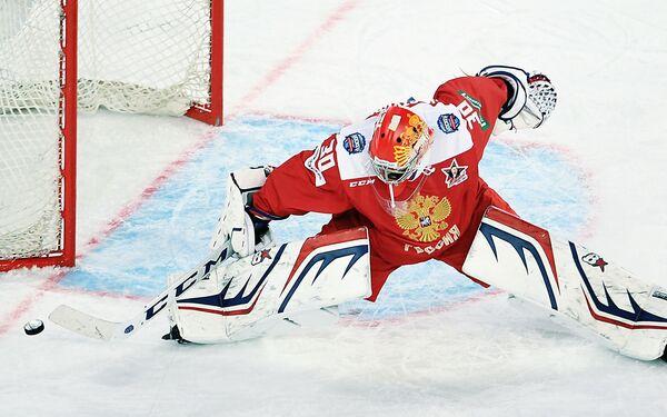Вратарь сборной России Игорь Шестёркин