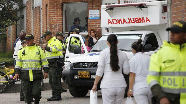 Сотрудники полиции и скорой помощи в Боготе, Колумбия