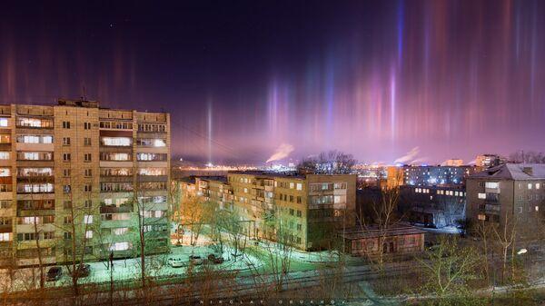 Световые столбы в небе на Нижним Тагилом. 16 декабря 2018