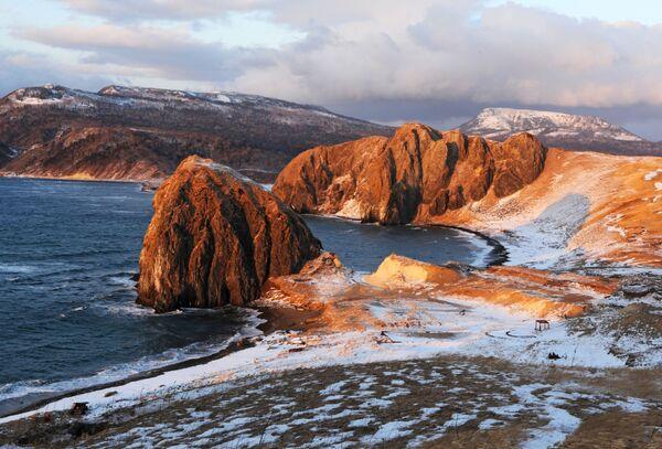Мыс на побережье Охотского моря на острове Кунашир