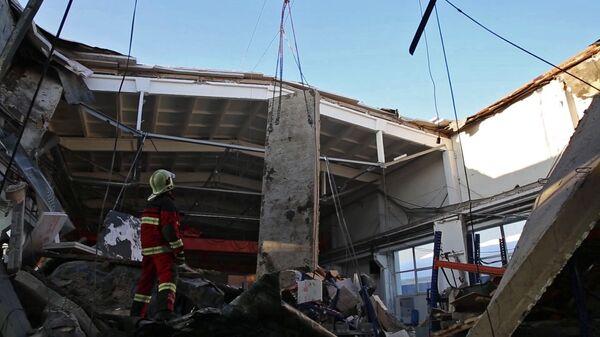 Кровля производственного здания обрушилась в Дзержинском
