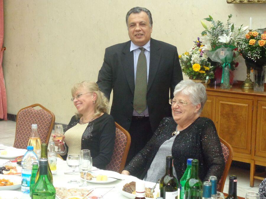 Карлов с матерью и супругой