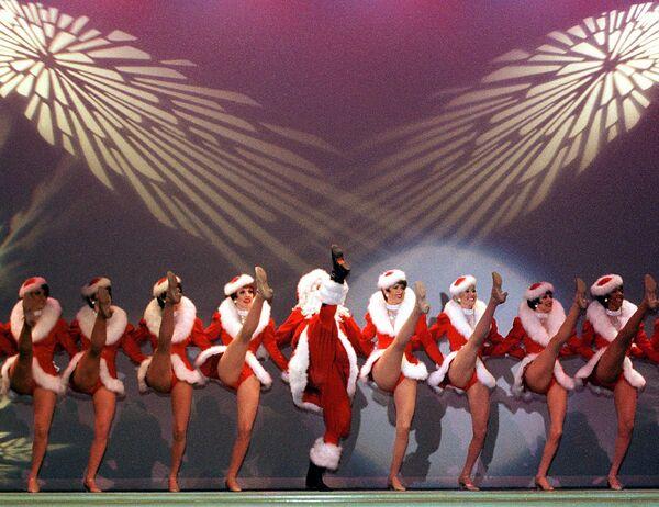 Девушки из Radio City Rockettes во время выступления в Лас-Вегасе