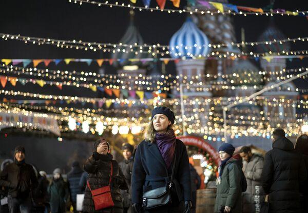 Девушка на ГУМ-Ярмарке на Красной площади в Москве