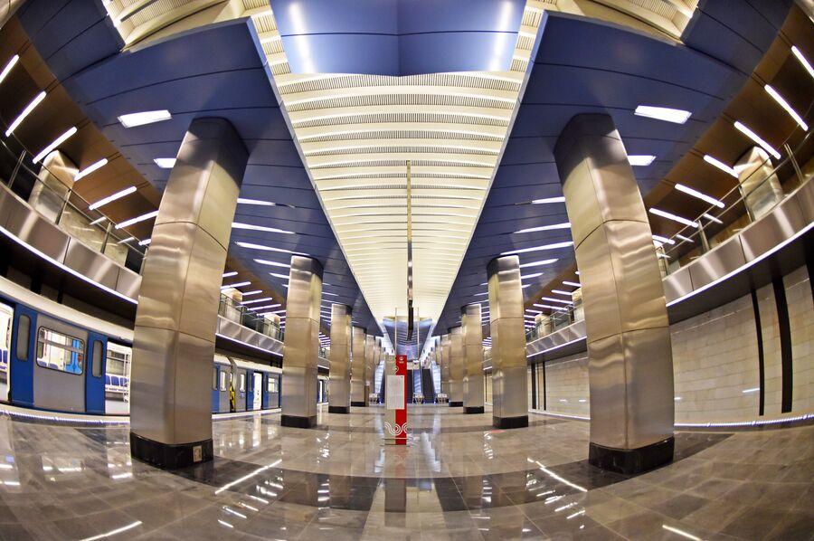 Платформа станции Деловой центр Большой кольцевой линии Московского метрополитена