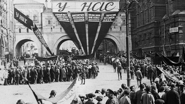 Первомайская демонстрация трудящихся в Москве. 1934 год