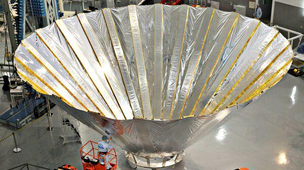 Макет криоэкрана для радиотелескопа Миллиметрон. Архивное фото
