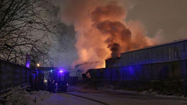 Пожар на складе пиротехники в Адмиралтейском районе Санкт-Петербурга