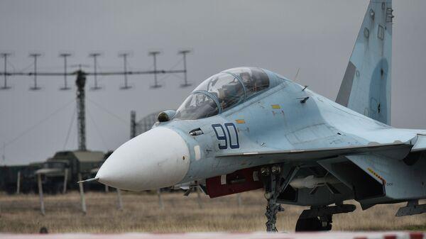 Истребитель Су-30 на аэродроме Бельбек под Севастополем