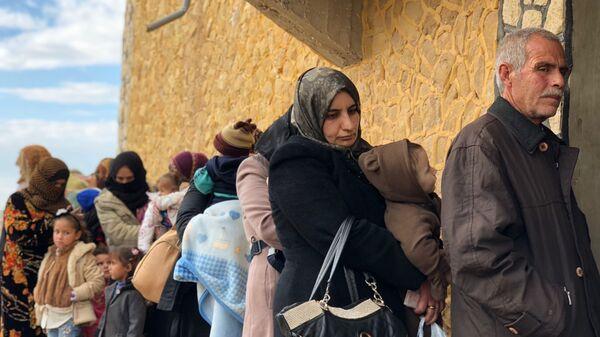 Мирные жители покидают провинцию Идлиб через гуманитарный коридор