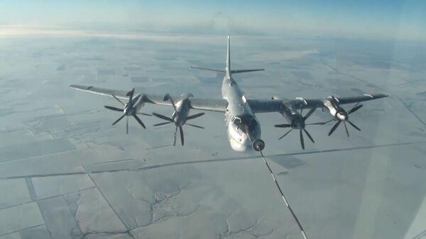 Учения самолетов Ту-160 и Ту-95. Кадры Минобороны