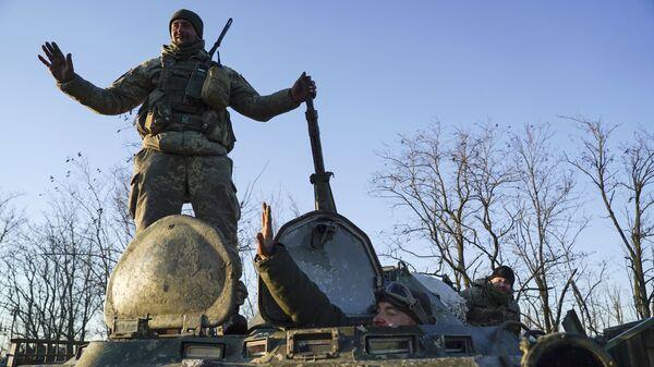 Украинские военнослужащие на БТР