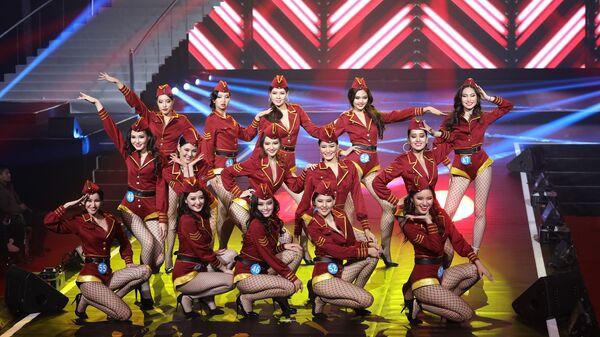 Участницы конкурса красоты среди представительниц Китая, России и Монголии в городе Маньчжоули, КНР