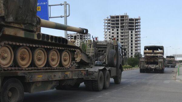 Турецкая военная техника в городе Килис недалеко от границы с Сирией