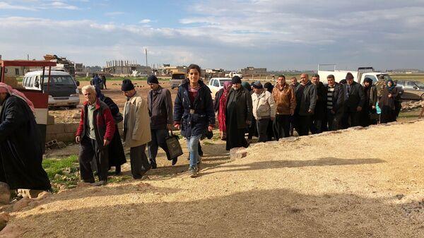 Беженцы покидают захваченный террористами сирийский Идлиб