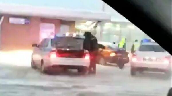 Стоп-кадр видео очевидца аварии на КПП аэропорта Домодедово. 26 декабря 2018