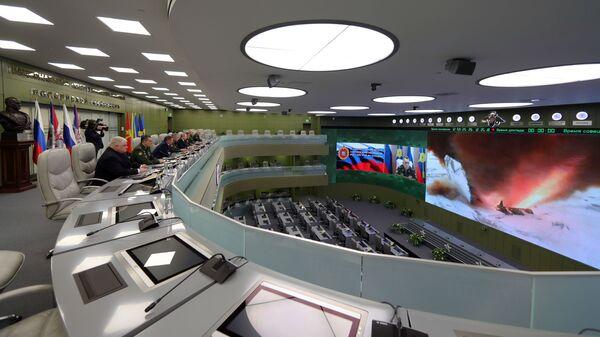 Президент РФ Владимир Путин наблюдает в режиме видеоконференции за пуском ракеты комплекса Авангард с гиперзвуковым планирующим крылатым боевым блоком в Национальном центре управления обороной РФ