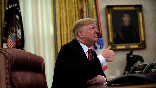 Президент США Дональд Трамп в Овальном кабинете. 25 декабря 2018 года