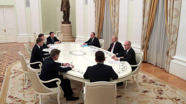 Владимир Путин во время встречи с избранными главами ряда субъектов РФ. 27 декабря 2018
