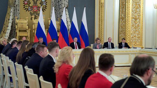Президент подвел итоги Года добровольца на заседании Госсовета в Кремле
