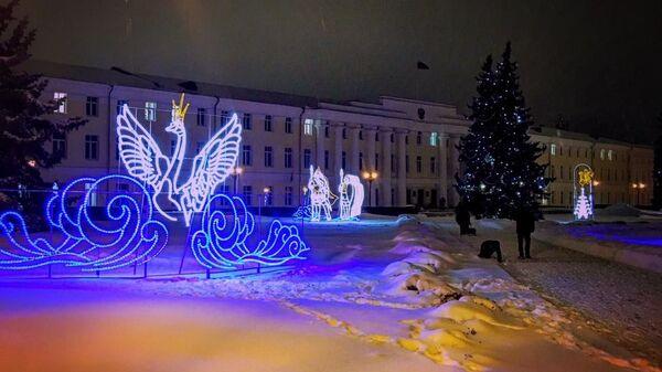 Световые фигуры героев сказок Пушкина украсили территорию Нижегородского кремля