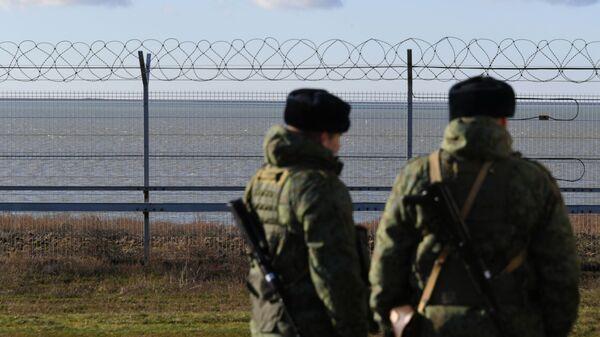 Заграждение на границе с Украиной в Крыму