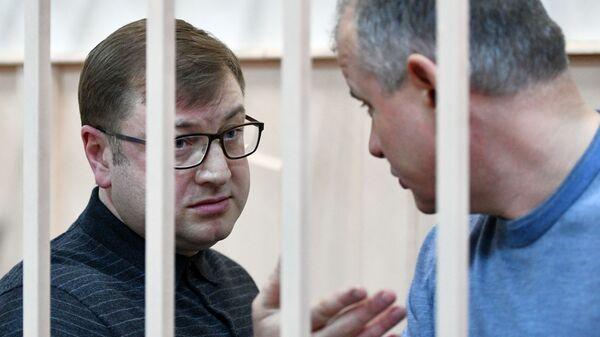 Генеральный директор холдинга Форум Дмитрий Михальченко и его заместитель Борис Коревский во время оглашения приговора. 28 декабря 2018