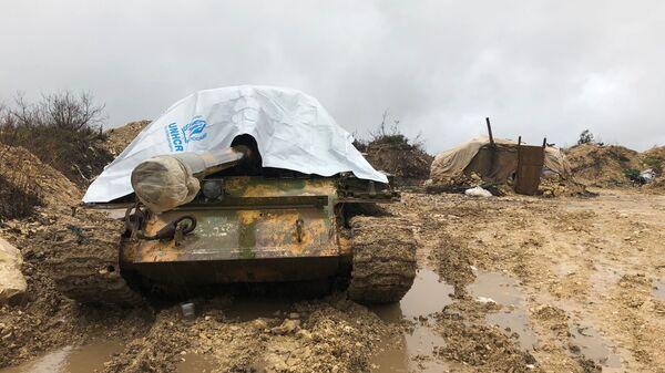 На передовой позиции армии САР в горной Латакии, на границе провинции Идлиб