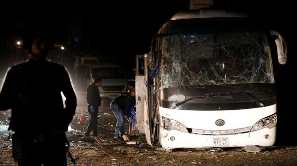 На месте взрыва автобуса в Каире, Египет
