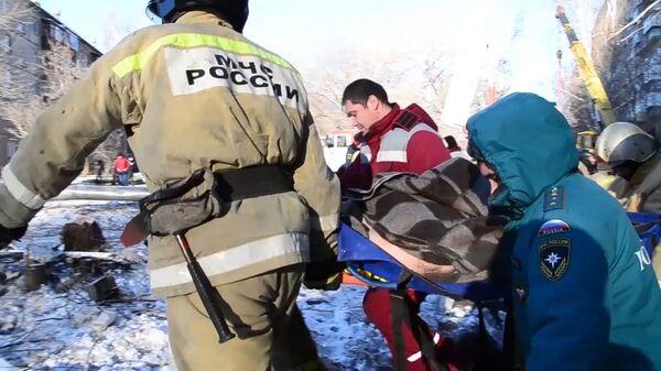Спасение пострадавшего из-под завала в Магнитогорске. Кадры МЧС