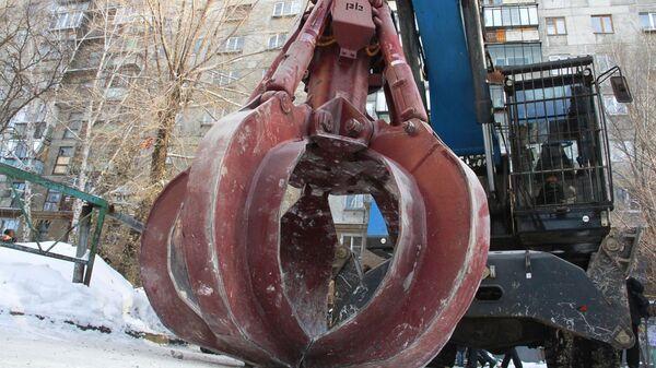 Техника МЧС РФ на месте обрушения одного из подъездов жилого дома в Магнитогорске, где произошел взрыв бытового газа. 1 января 2019
