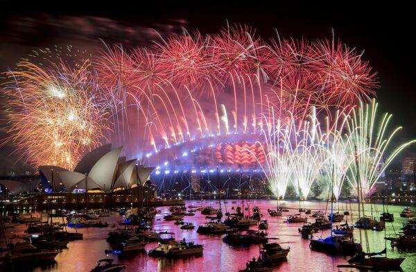 Встреча Нового года в заливе города Сидней, Австралия