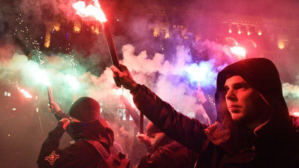 Участники факельного шествия националистов, приуроченного к 110-й годовщине со дня рождения Степана Бандеры в Киеве. 1 января 2019
