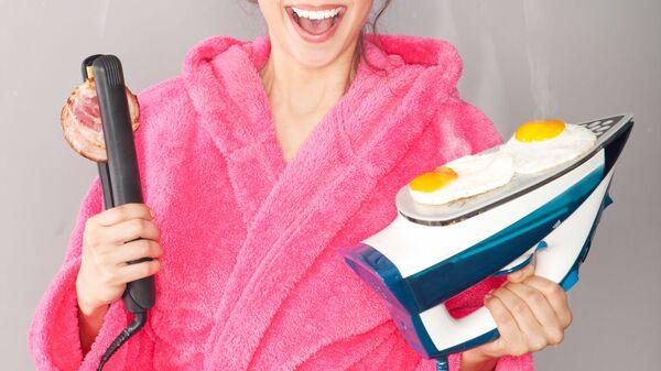 Девушка с яичницей на утюге
