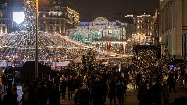 Гости фестиваля Путешествие в Рождество на Манежной площади в Москве