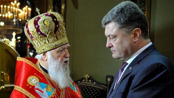Президент Украины Петр Порошенко присвоил Патриарху Киевскому Филарету (Михаилу Денисенко) звание Герой Украины